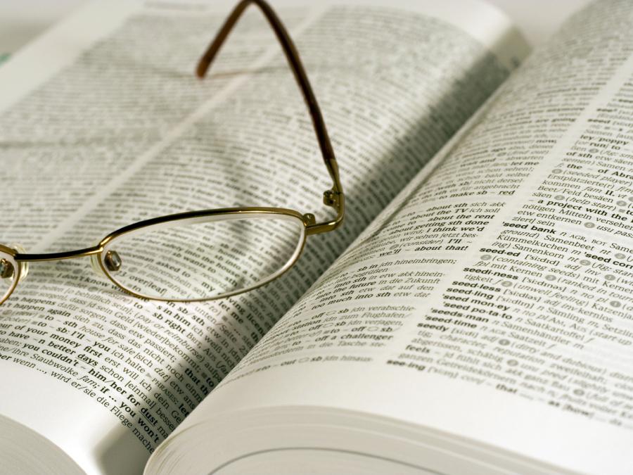 Brille und Buch